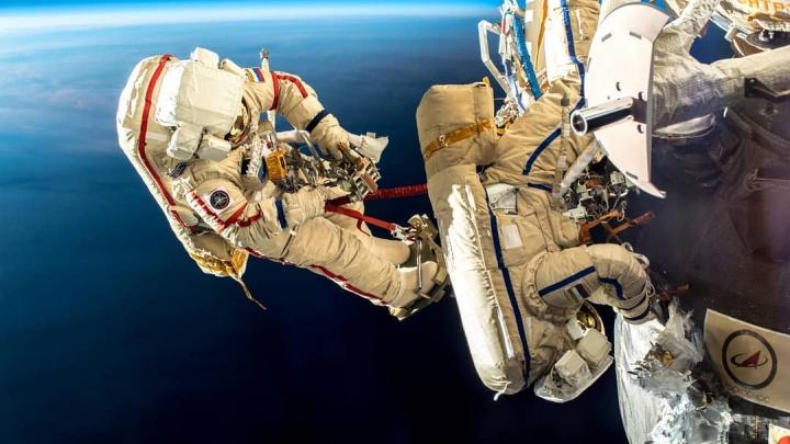 Неземная красота: немецкий астронавт устроил екатеринбуржцу фотосессию в открытом космосе
