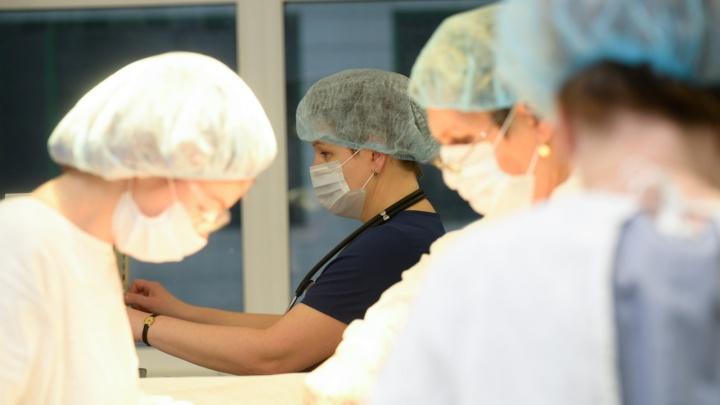 «В хирургии невозможно быть грустным, долго не протянешь»: истории женщин-врачей из Екатеринбурга