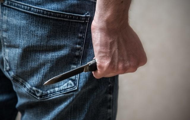 В Уфе на девушку напал парень с ножом