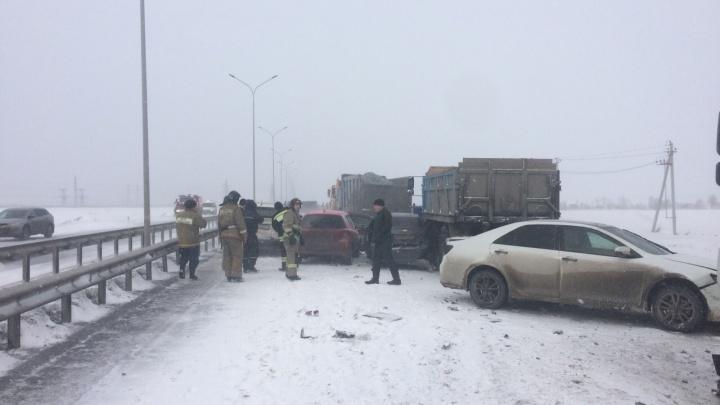 Массовое ДТП: 22 машины столкнулись на объездной в Тюмени