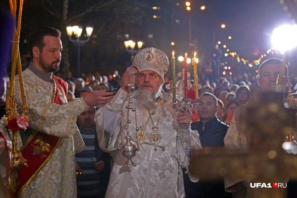 Уфимцы прошли крестным ходом вокруг церкви