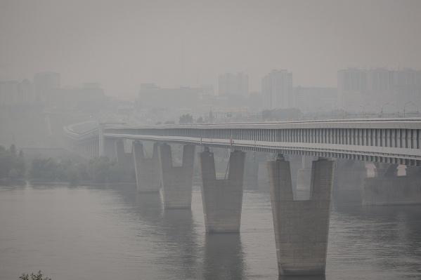Дым и смог от лесных пожаров в Красноярском крае и Иркутской области появились в Новосибирске 21 июля