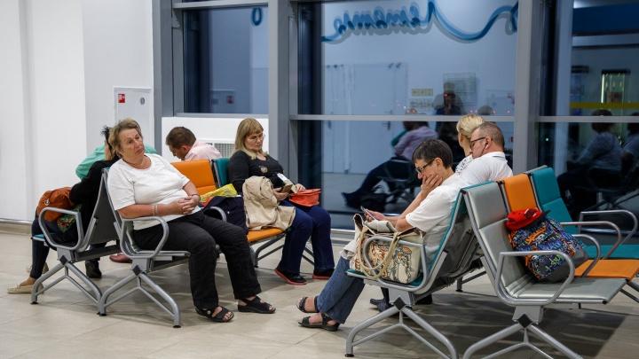 Могли отравиться: в аэропорту Волгограда из-за группы пассажиров сел самолет из Москвы в Дубай