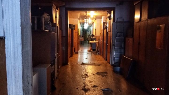 В тюменском общежитии нашли тело мужчины