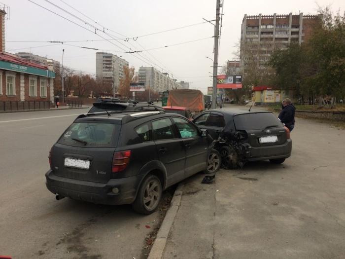 Авария случилась в 8:40 — столкнулись четыре машины