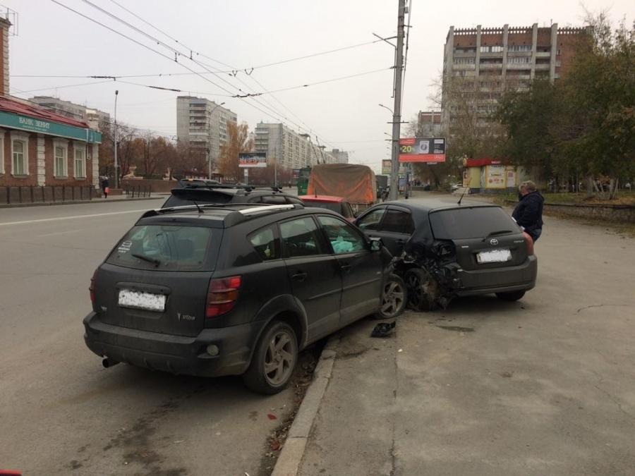 Из-за приступа кашля шофёр устроил массовое ДТП вНовосибирске
