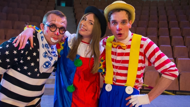 Один день в цирке Екатеринбурга: журналистка E1.RU нарядилась клоуном и вышла на манеж