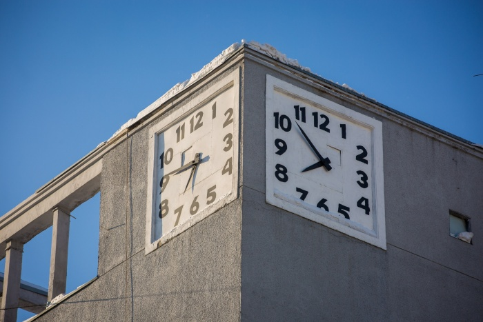 Знаменитые часы стоят около полутора лет, но правильное время не показывают ещё дольше