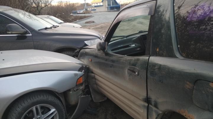 «Говорят, он наркоторговец»: челябинец разбил шесть машин, уходя от полицейской погони