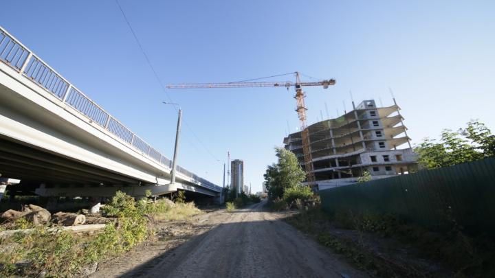 На набережной в Челябинске приступили к стройке многофункционального центра с апартаментами