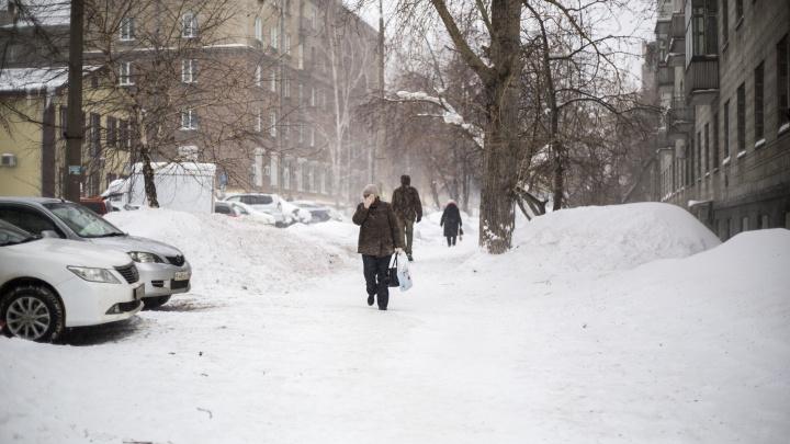 Закрытые трассы, аварии на дорогах, пробки и обрывы проводов — Новосибирск пережил непогоду