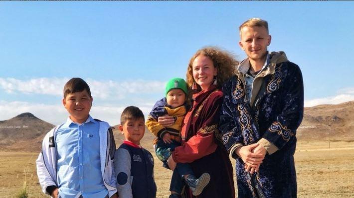 Кругосветка Ильи и Даши: отметили 90-летие казахского села и впервые поссорились