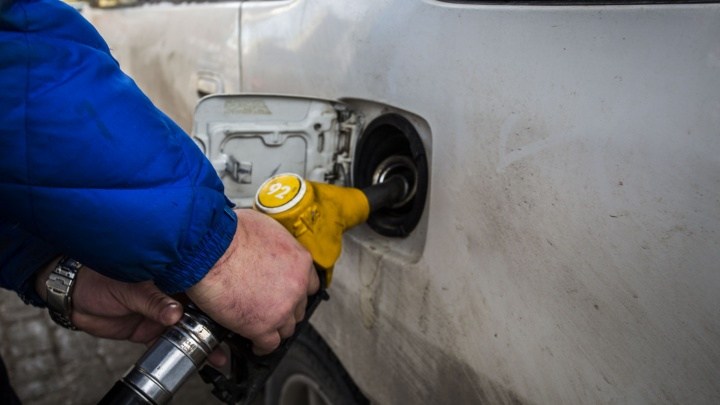 За год стоимость бензина на новосибирских АЗС взлетела на 9,3%