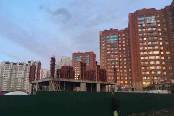 Двухэтажное здание строят с лета