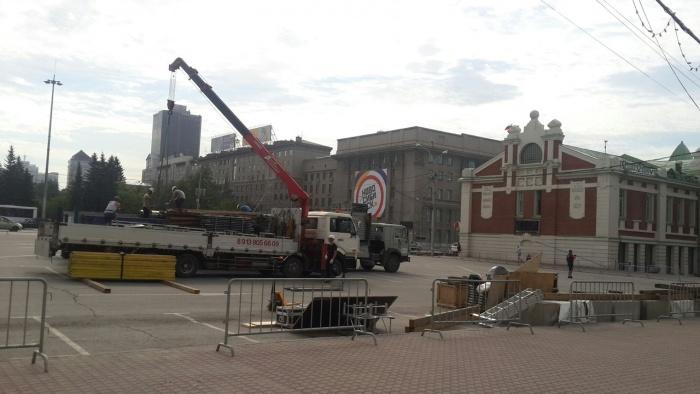 Монтаж сцены на площади Ленина