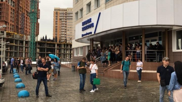На Фрунзе эвакуировали бизнес-центр