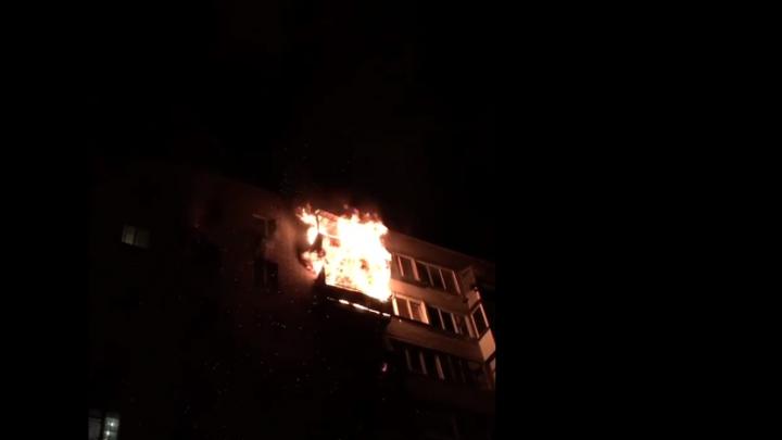 Из горящего дома на Столетова пожарные спасли шесть человек