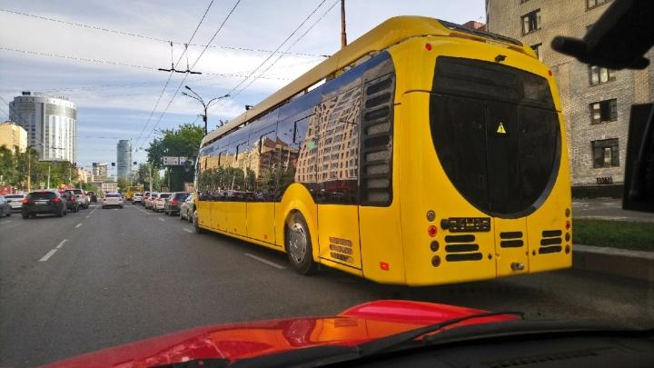 В Екатеринбурге начали обкатку белорусского электробуса с «Иннопрома»