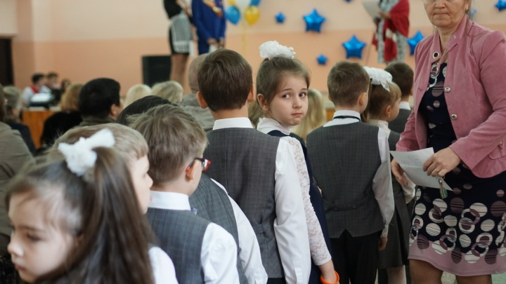 В Омске начались последние звонки: следим за праздником в режиме онлайн