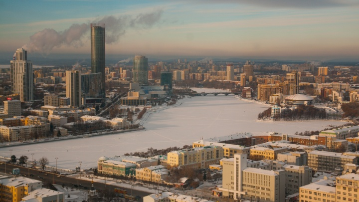 В первой половине недели в Екатеринбурге продолжит идти снег, а температура будет снижаться