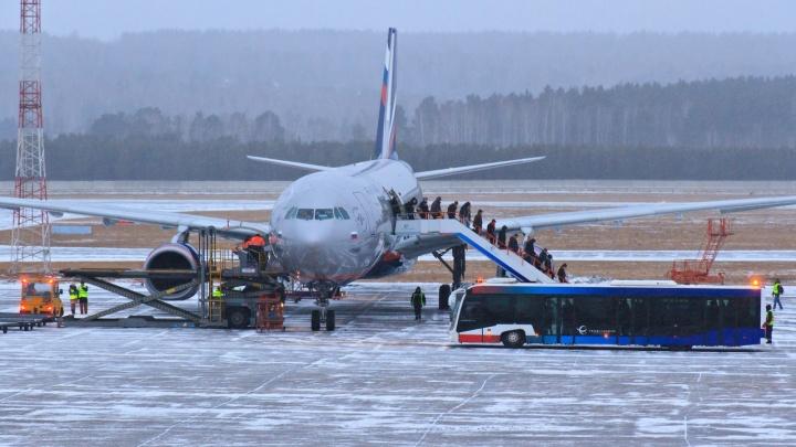В аэропорту Красноярска отказались менять вывеску в честь Хворостовского