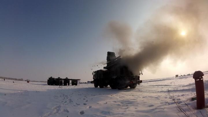 Военные стянули в Шилово КАМАЗы для защиты от авианалёта
