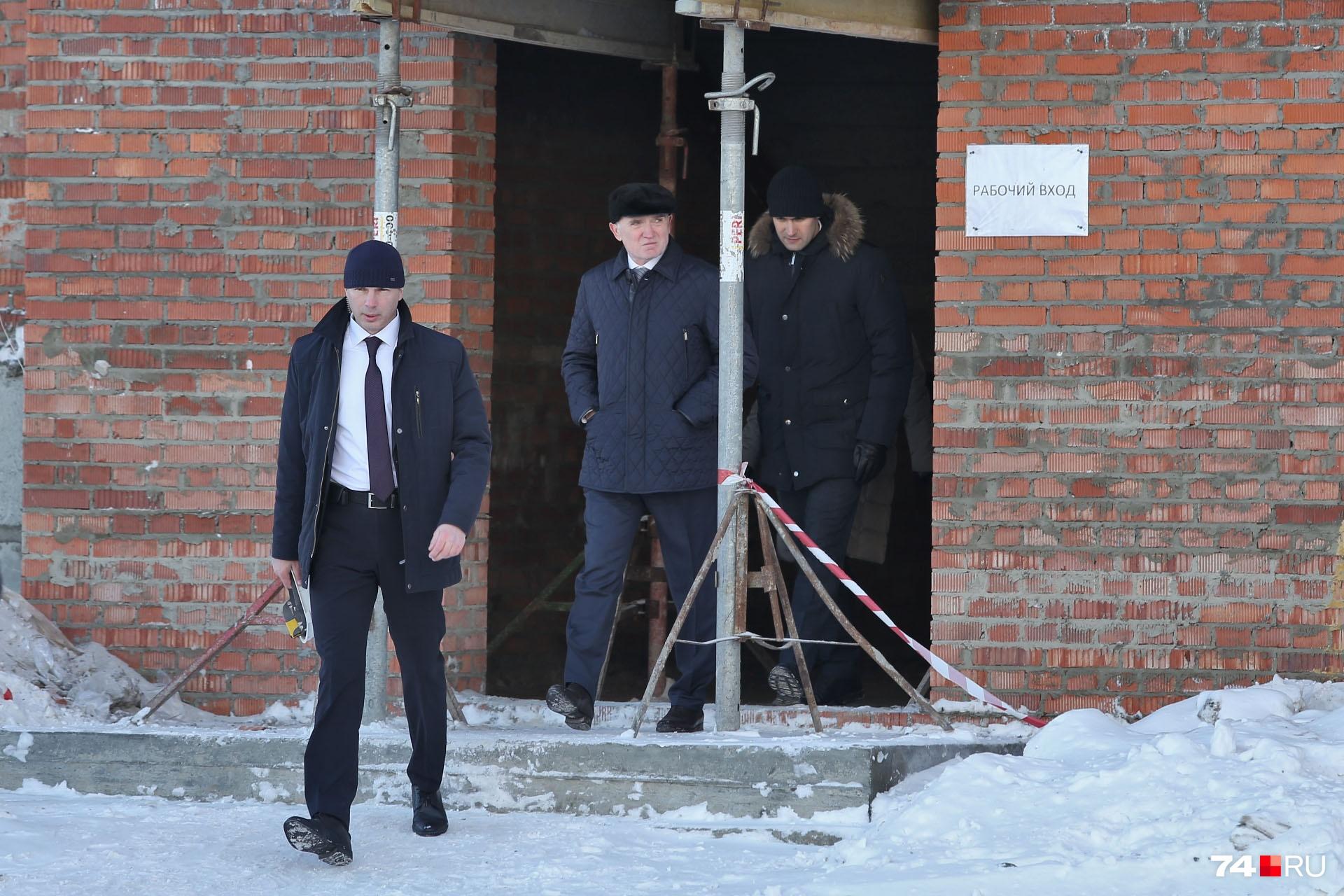 Губернатор Борис Дубровский прошёлся по всем этажам школы