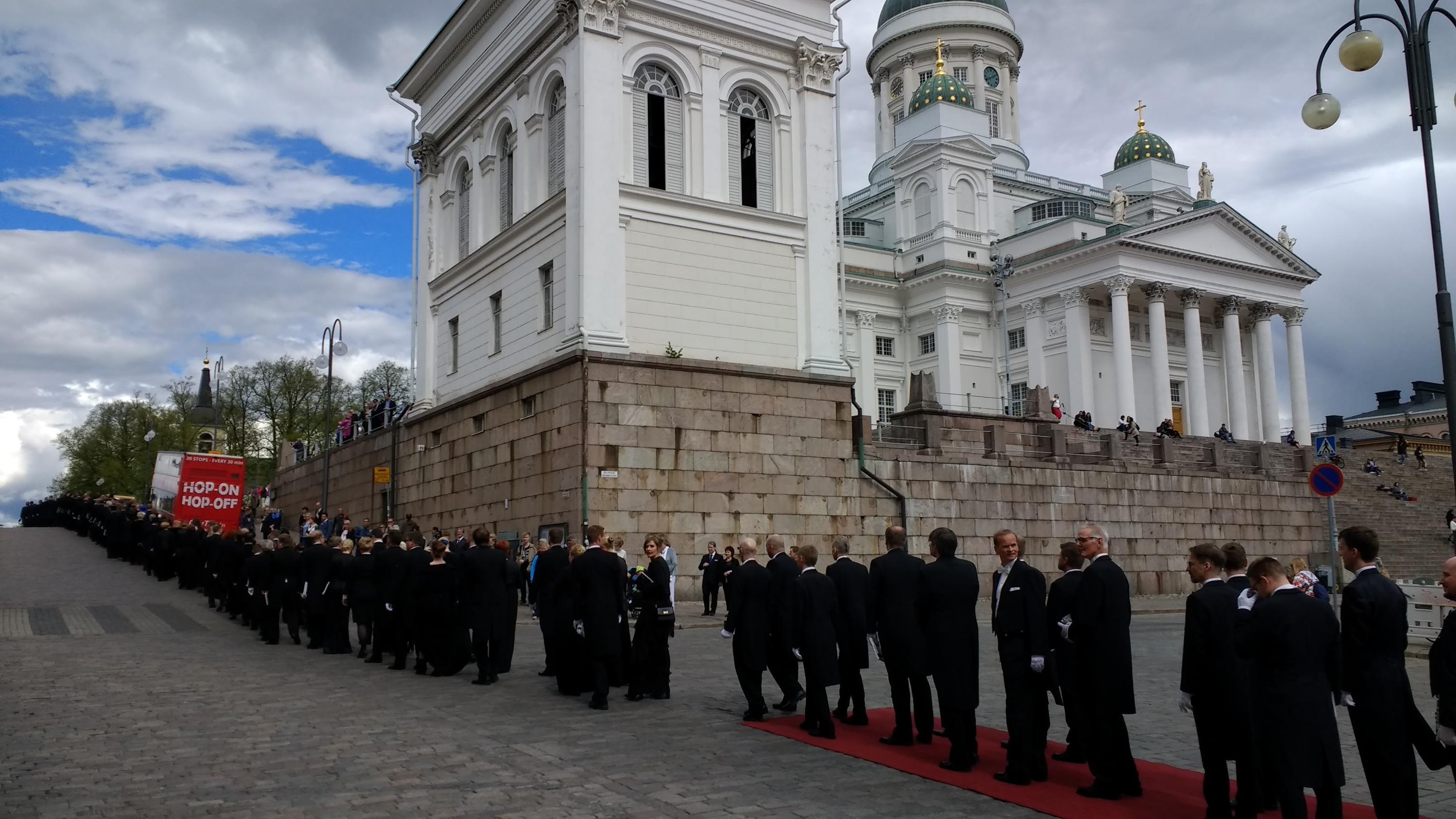 Церемония награждения выпускников Университета Хельсинки. Форму не выдают, обычно берут в аренду или покупают<br>