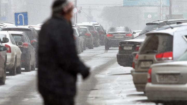 Готовимся к пробкам. На Челябинскую область надвигаются снегопады и сильный ветер