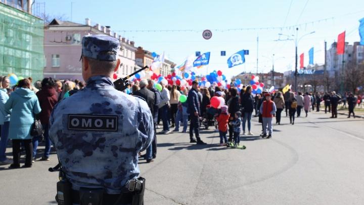 На монстрации — Ленин, на демонстрации — Сталин. Самые яркие фото с Первомая в Ярославле