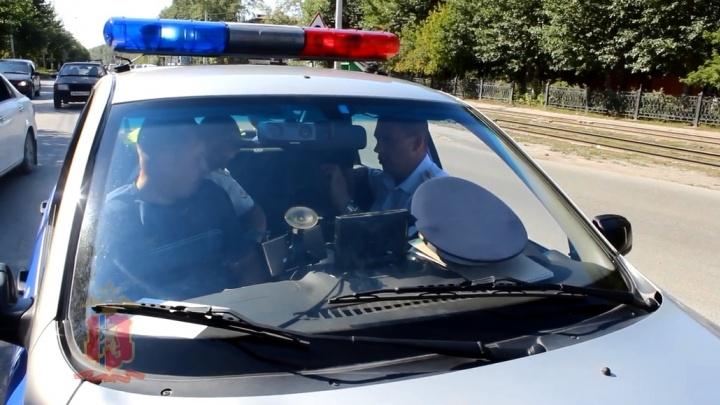 Таксист на «Шевроле» попался пьяным за рулем и пытался под камерами уговорить ГИБДД