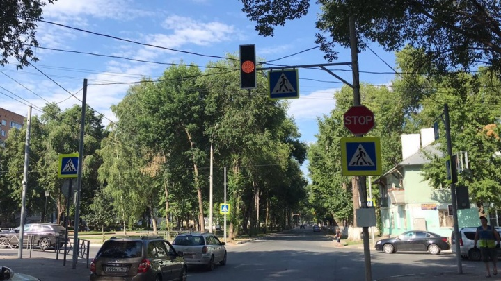 На аварийном перекрестке Юных Пионеров — Каховская установили светофор