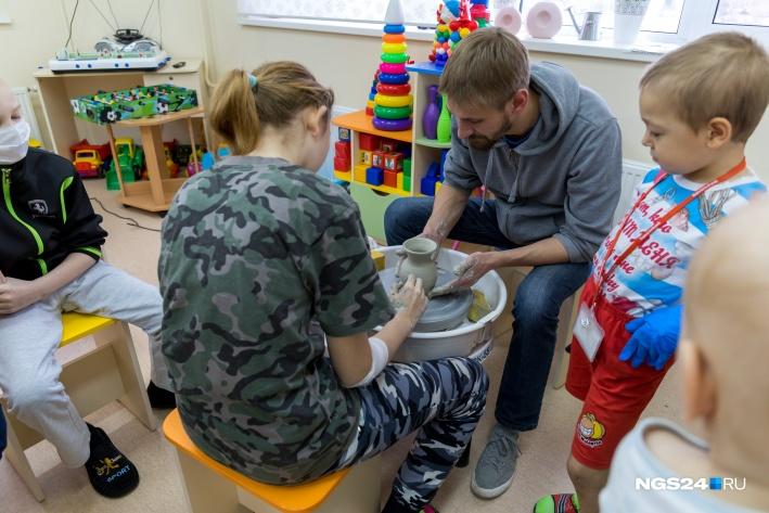 Занятия на гончарном круге очень популярны среди детей разных возрастов