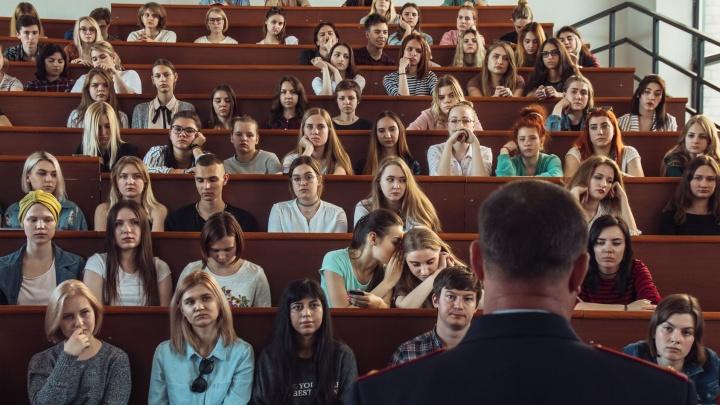 В Самарской области выпускникам техникумов и вузов помогут деньгами