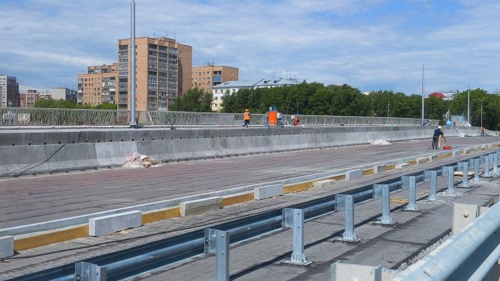 Журналист E1.RU Евгений Лобанов в прямом эфире открывает Макаровский мост