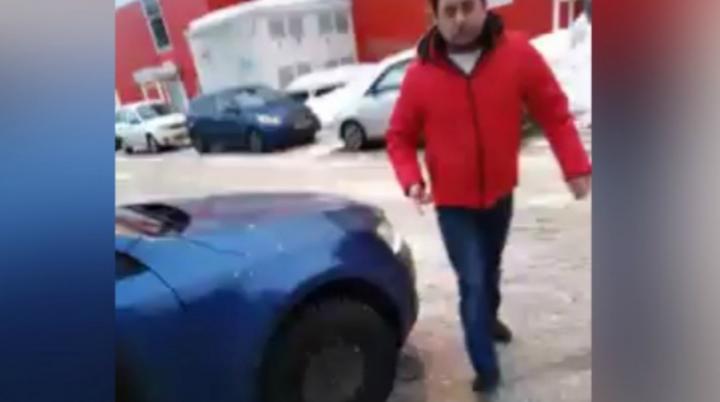 «Ситуация провокационная»: ярославец избил женщину из-за парковки. Кто виноват в конфликте
