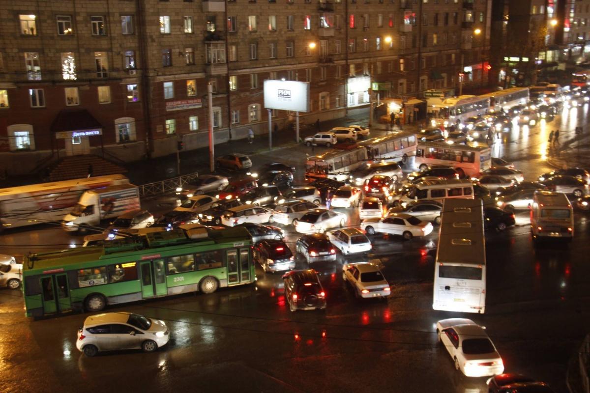 Движение затруднено по всем улицам, подходящим к площади Маркса