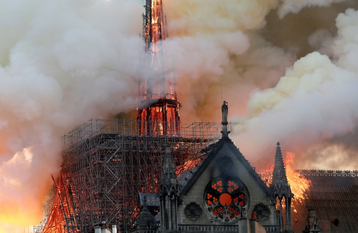 Крыша и шпиль сгорели полностью