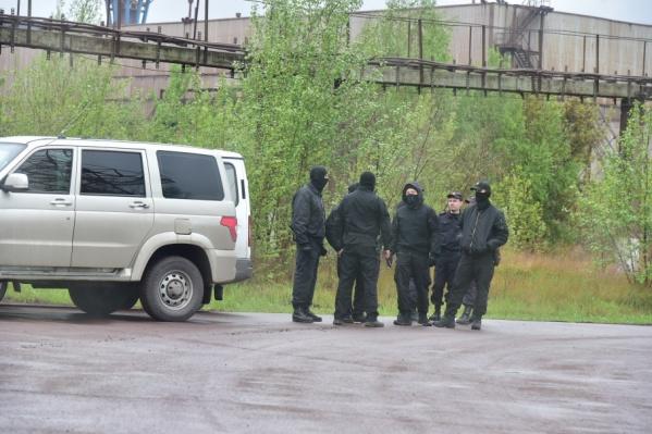 Весной прошлого года силовики несколько раз жёстко заходили на предприятия группы «Мечел»—Челябинский меткомбинат и «Мечел-Кокс»