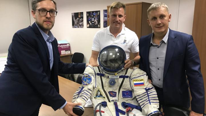 Скафандр космонавта Сергея Прокопьева подарили Екатеринбургскому планетарию