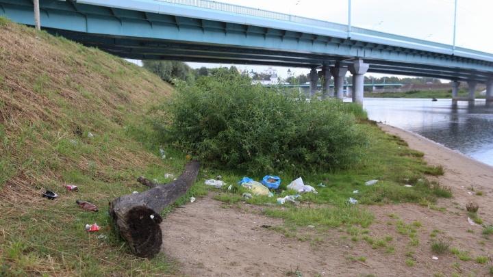Горы бутылок с центральной набережной уберут волонтёры отряда «Экодесант»