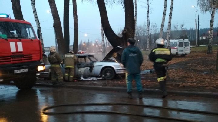 Смертельное ДТП в Ярославле: водитель лежал на земле, пока горел автомобиль