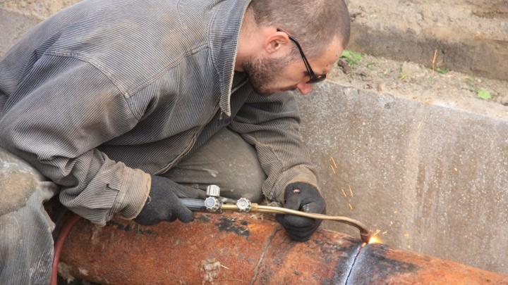 Коммунальщики продлили перекрытие улицы Обской из-за грунтовых вод