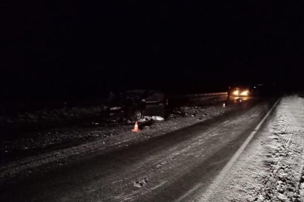 От полученных травм пассажир и водитель легковушки скончались на месте