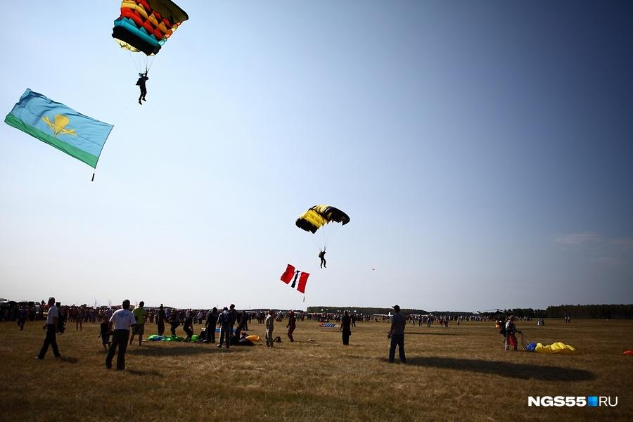 ВОмской области собираются судить организаторов рискованных прыжков спарашютом