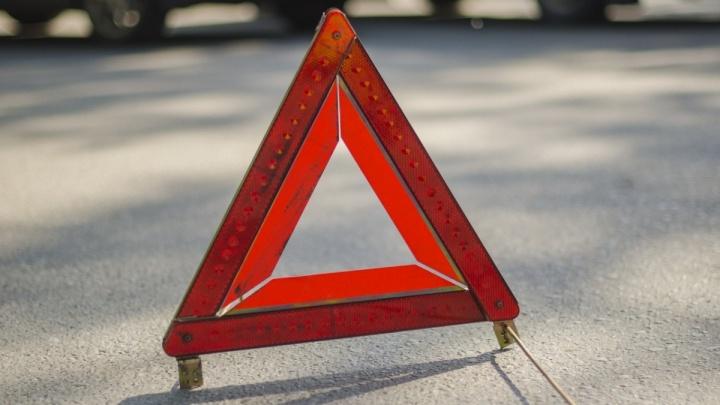 В курганском дворе легковушка сбила коляску с годовалой девочкой