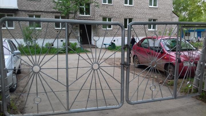 «Дыр в заборе не было». В управлении образования Чернушки объяснили, как дети убежали из садика