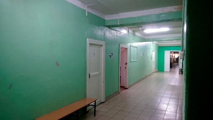 Двух врачей больницы в Амурском посёлке, которые отказались перевязывать пациента, уволили