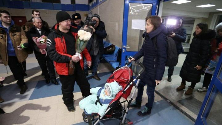 Мальчик, чудом спасённый после взрыва в Магнитогорске, вернулся из московской больницы домой