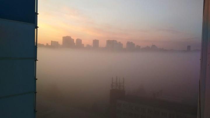 Фото: утренний Новосибирск погрузился в туман